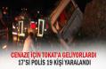 Polisleri taşıyan midibüs devrildi